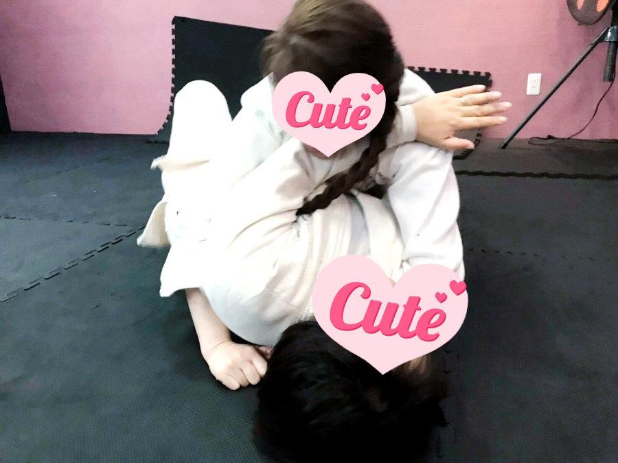 女性の柔術スパーリング